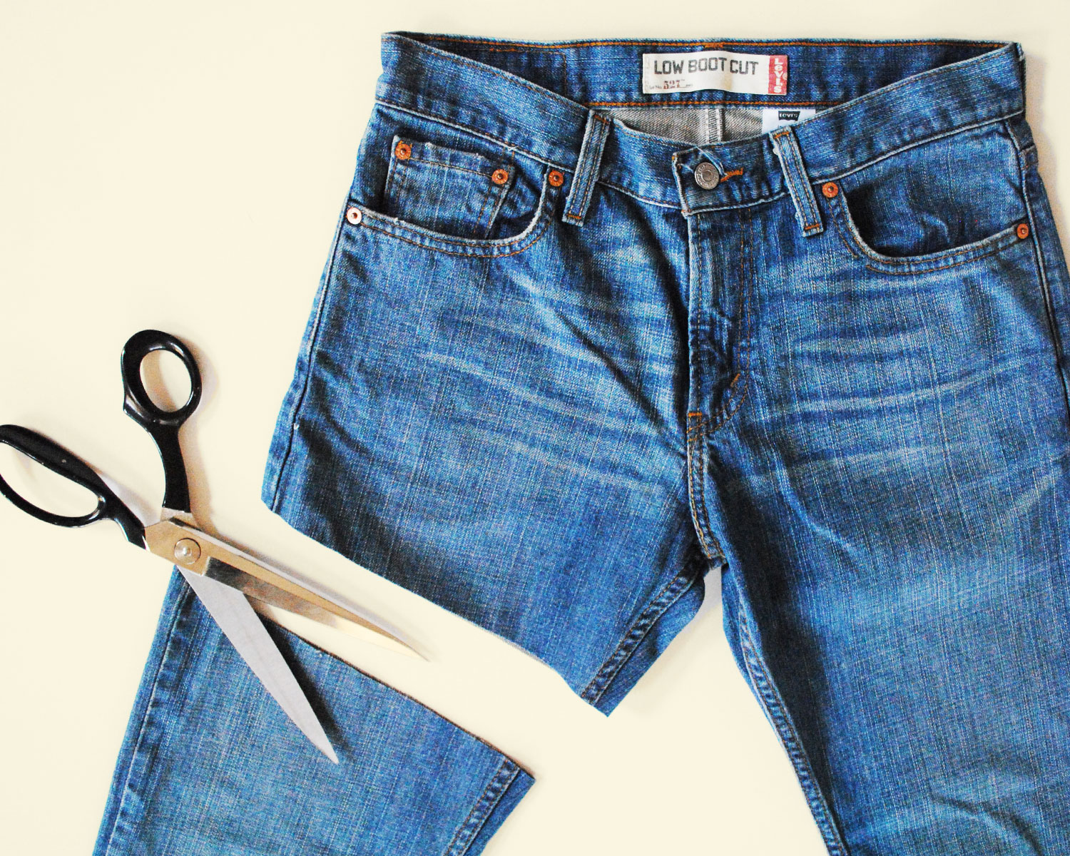FASHION BOMB . { DIY } Denim Cut-Offs